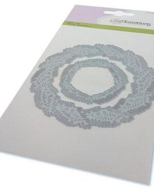CraftEmotions Die – krans van dennentakken Card 10,5×14,8cm